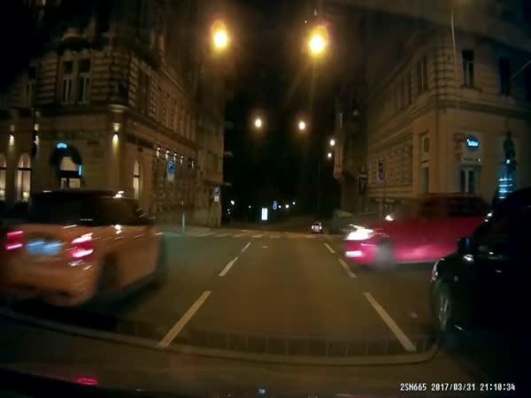 Praha - Riskantní průjezd křižovatkou