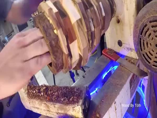 Výroba vázy z 30 druhů dřeva