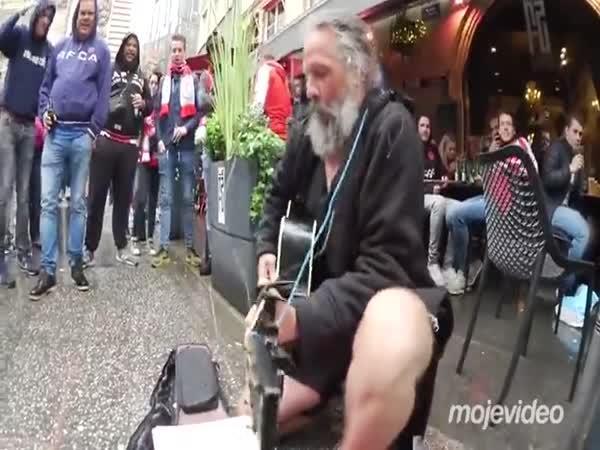 Nejlépe placený pouliční hudebník
