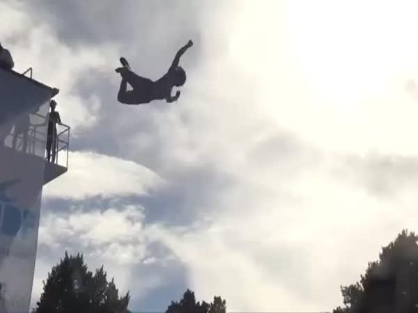Soutěž ve skocích do vody – placáky