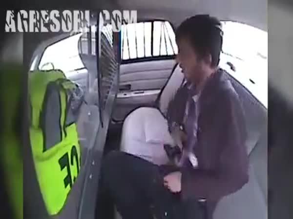 Jak rychle zmizet z policejního auta