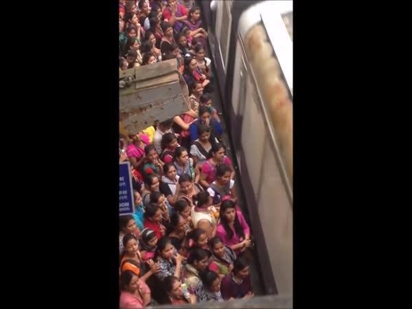 Přecpané metro je pohoda