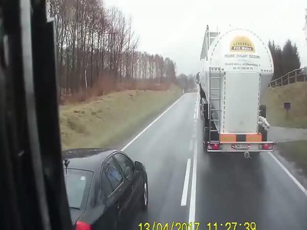 Idiot má u předjíždění štěstí