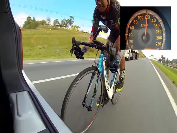 145 km/h na kole