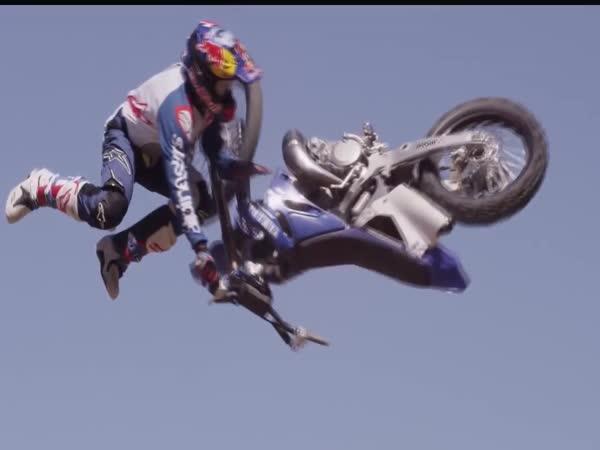 Děsivé skoky na motorce