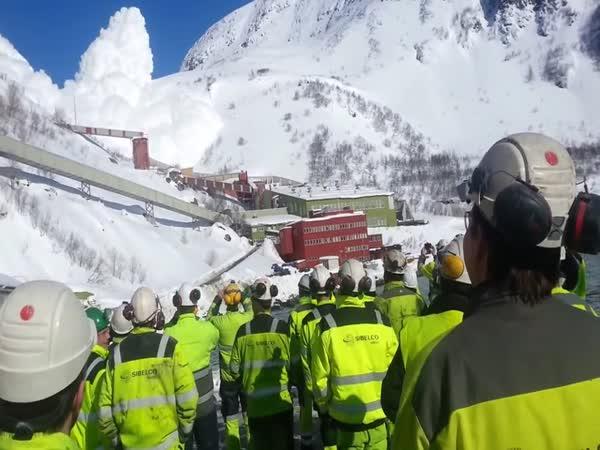 Norsko – Odstřel laviny