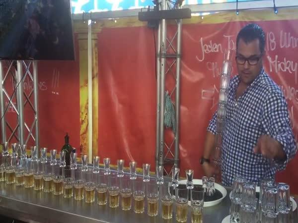 Barman a Jägermeister