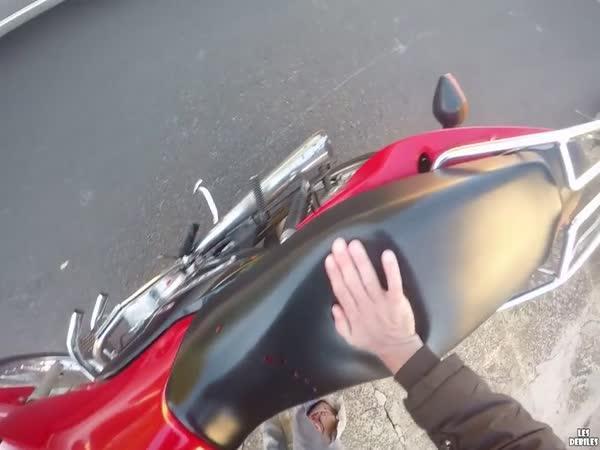Karma promluvila k motorkáři