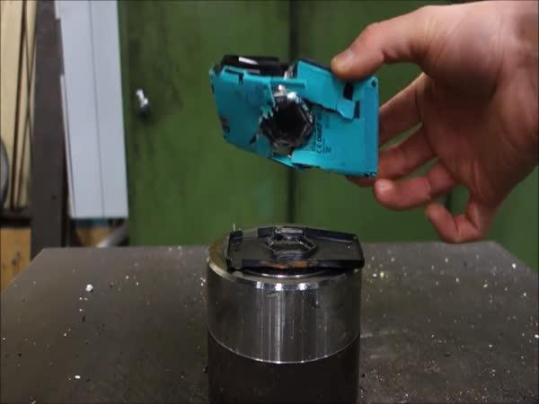Hydraulický lis vs. Sony Xperia