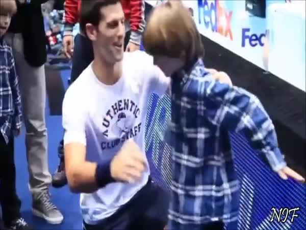 Tenista Novak Djokovič má rád děti