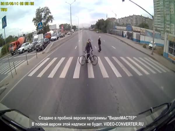 Na přechodě se na kole nejezdí!