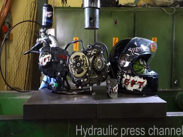Hydraulický lis vs. běžící motor