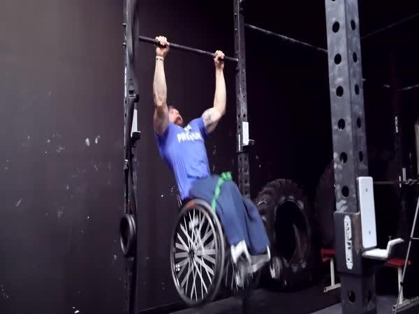 Borec - Posilování muže bez nohou