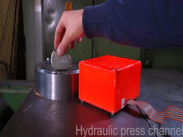 Hydraulický lis vs. černá skříňka