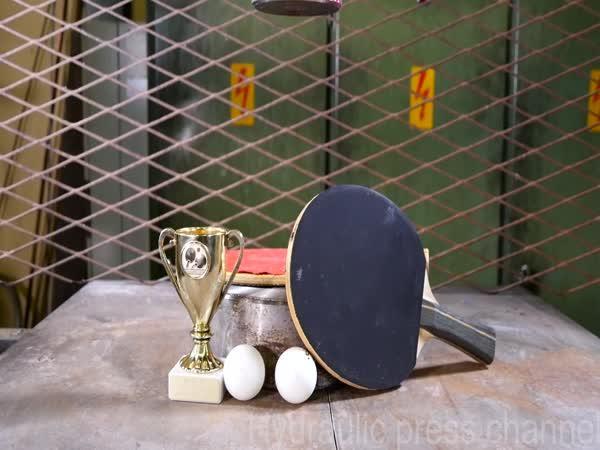 Hydraulický lis vs. ping pong