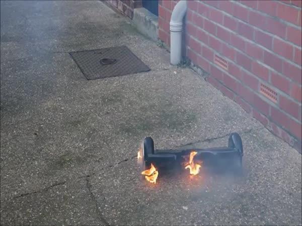 První zkouška nového hoverboardu