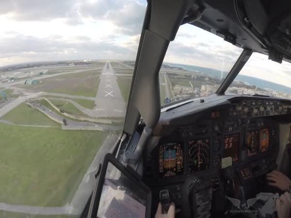 Přistávání letadla za silného větru