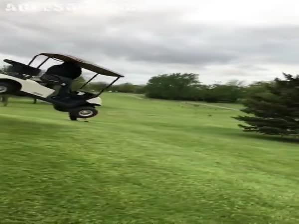 Nehoda v golfovém vozíku