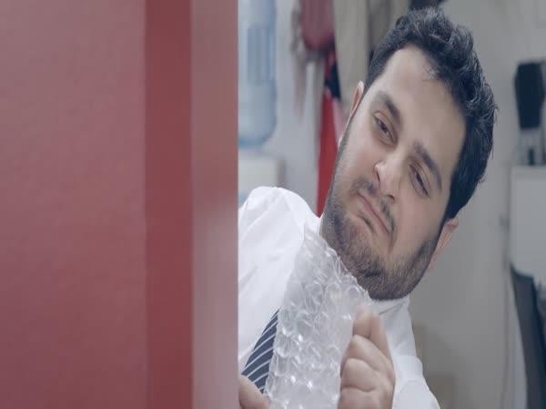 Kouzelná bublinková folie v kanceláři