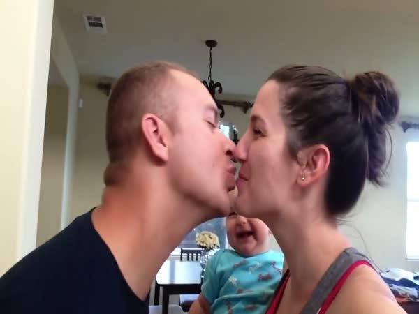 Zamilovaní rodiče = spokojené dítě