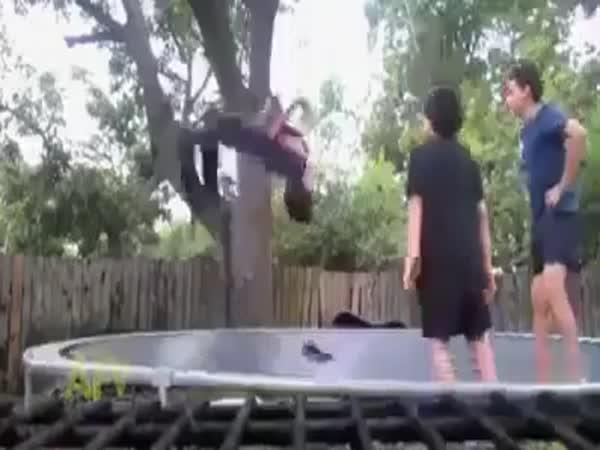 Trapasy na trampolínách
