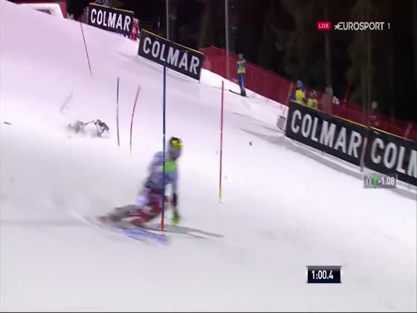 Zřícení dronu při slalomu