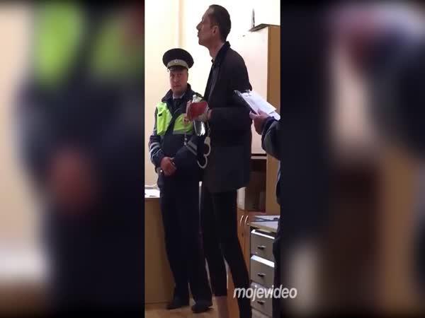 Stále si jel svoje, i na policii