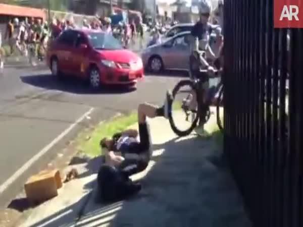 Nehoda při cyklistickém závodě