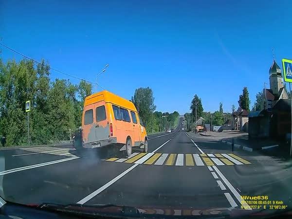 Rusko - Štěstí při přecházení