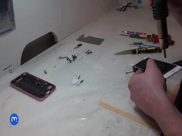Oprava rozbitého skla displeje telefonu
