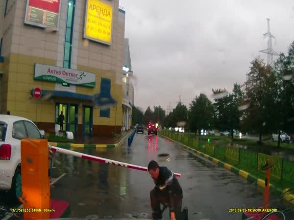 Rusko – Ožralý cyklista vs. závora