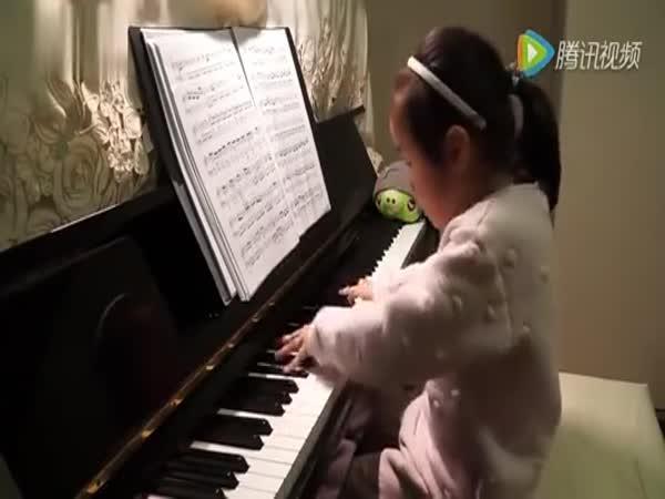Pětiletá klavíristka