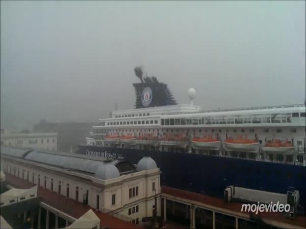 Blesk zasáhl výletní loď (Itálie)