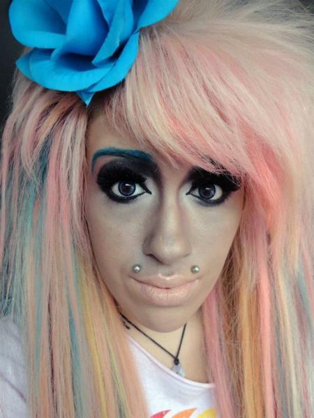 GALERIE - Holky, které neumí používat make-up