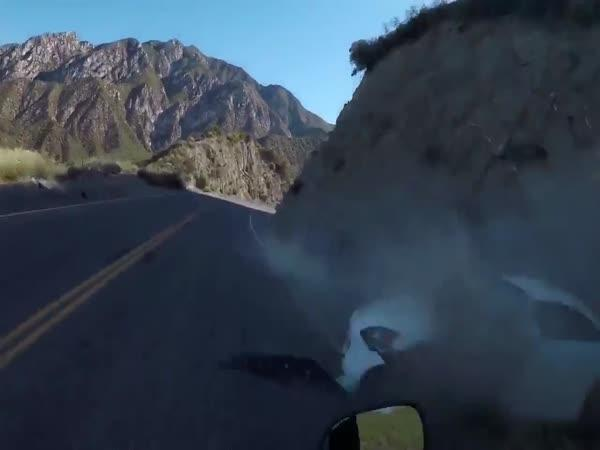 Motorkář se těsně vyhnul smrti