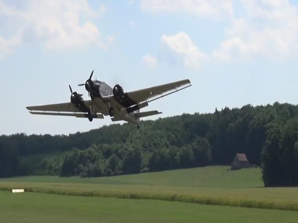 Nevydařené přistání modelu letadla