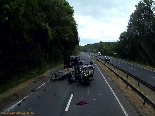 Nehoda auta s přívěsem