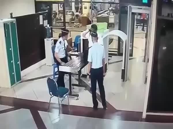 Ožralý pilot v Indonésii 1. část