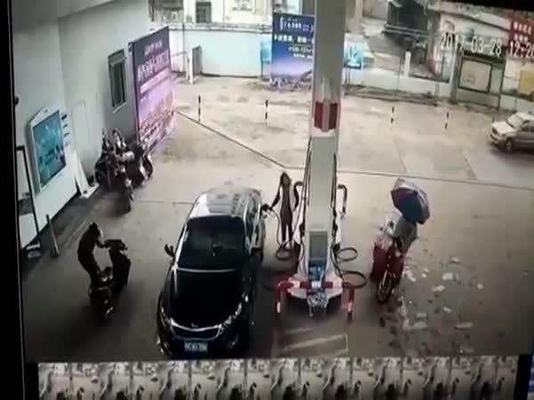 Instant karma na benzínce #5