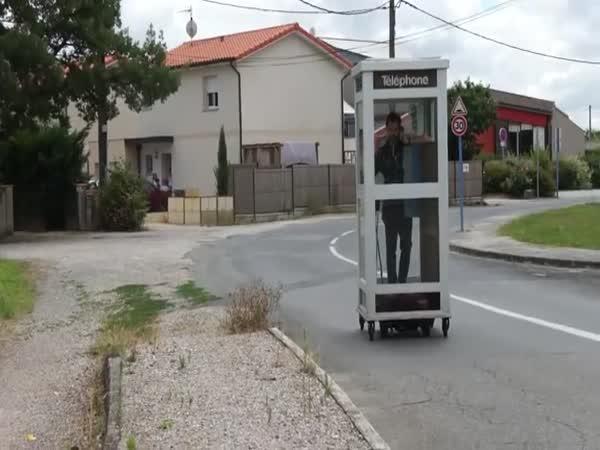 Pojízdná telefonní budka