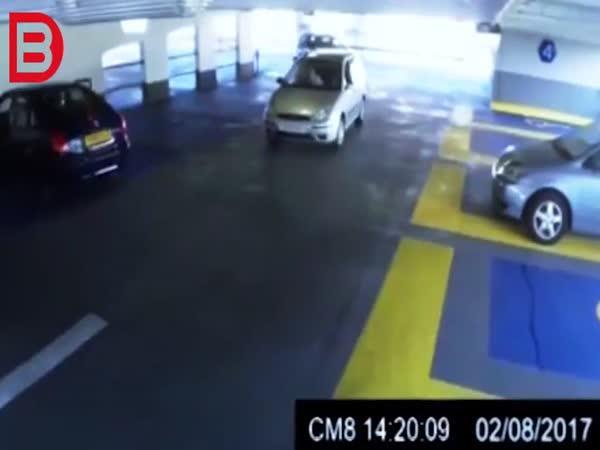 Okořeněná dopravní nehoda #577
