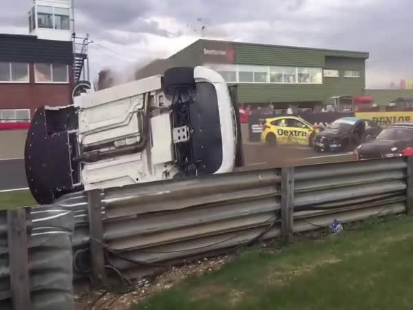 Slow motion - nehoda na okruhu