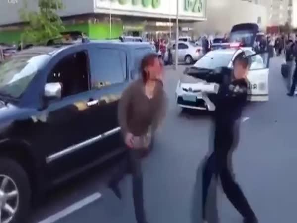 Zápasník vs. policie na Ukrajině