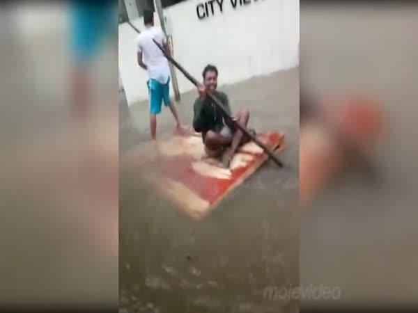 Mladíci, co neřeší povodně