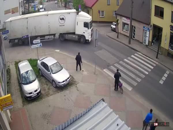 Babička vs. kamion