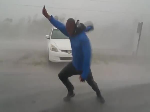Souboj týdne: Meteorolog vs. hurikán
