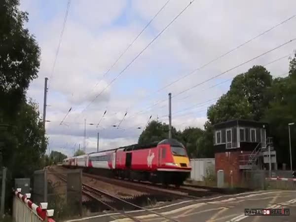 Čekání na historický vlak v Anglii