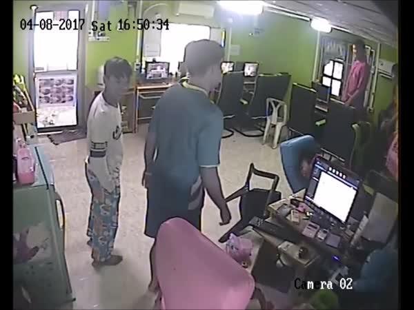 Had v thajské kavárně