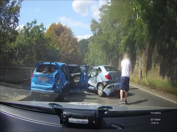 Policejní naháněčka skončila nehodou