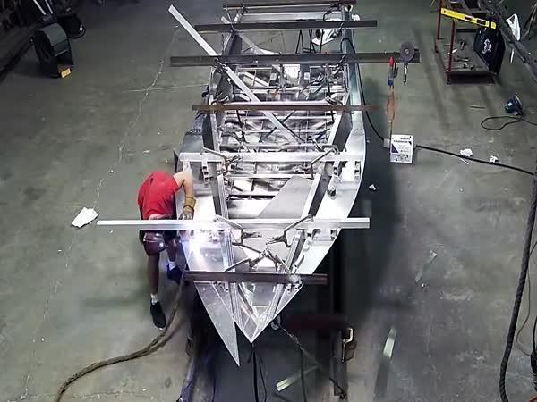 Stavba hliníkového rychlo člunu